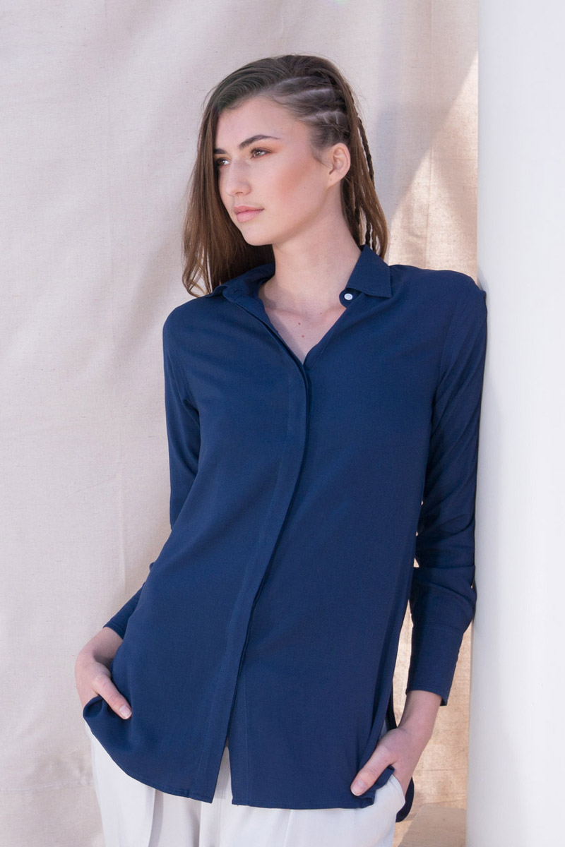 The_Great_Beyond_Bamboo_Shirt_Helene_Blue04
